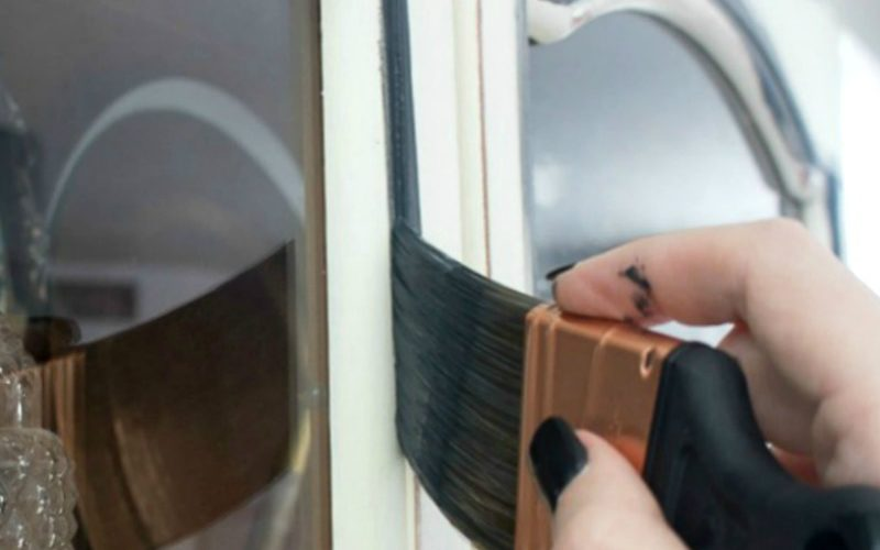 How to Easily Paint Furniture with Latex Paint – Out with the Old and in with the Navy Blue!
